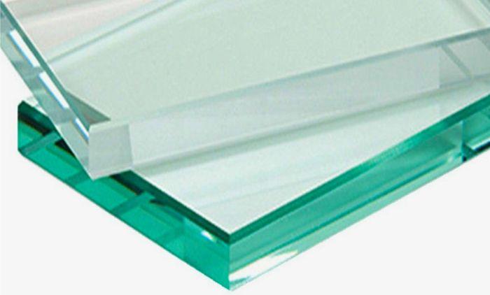 ガラス水槽のガラスの種類は緑っぽい普通ガラス(フロートガラス)と透明な高透明ガラスがある
