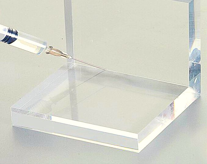 アクリル水槽の接着方法の一つである溶剤接着