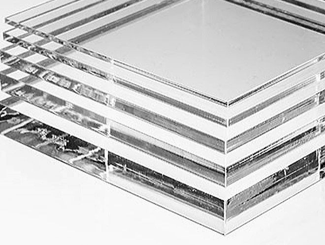 アクリル水槽は透明度が高くインテリア水槽としても非常に有用