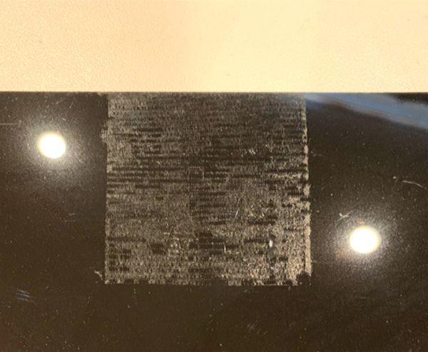 塩ビ版タイプの水槽用バックスクリーンを養生テープで固定すると糊が残って跡がつく