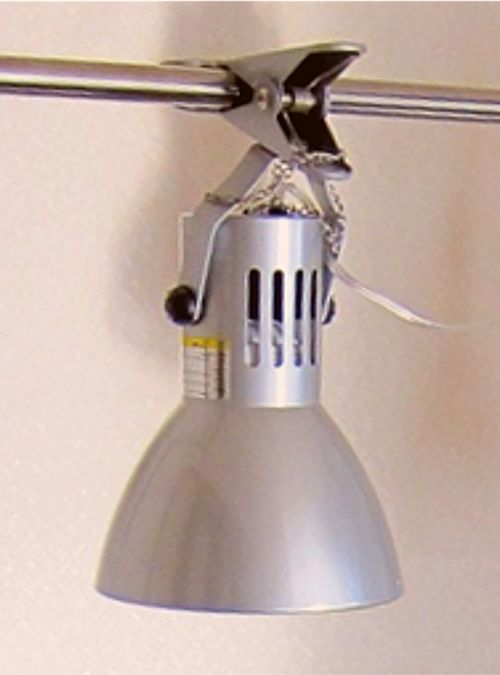 手軽で簡単に設置ができるクリップ式の水槽用ライト