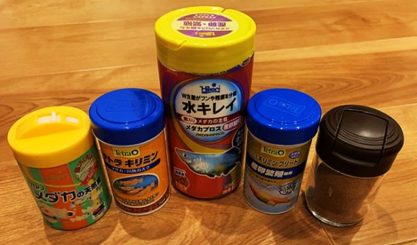 メダカ飼育用の餌_栄養価や食べやすさ、嗜好性が重要