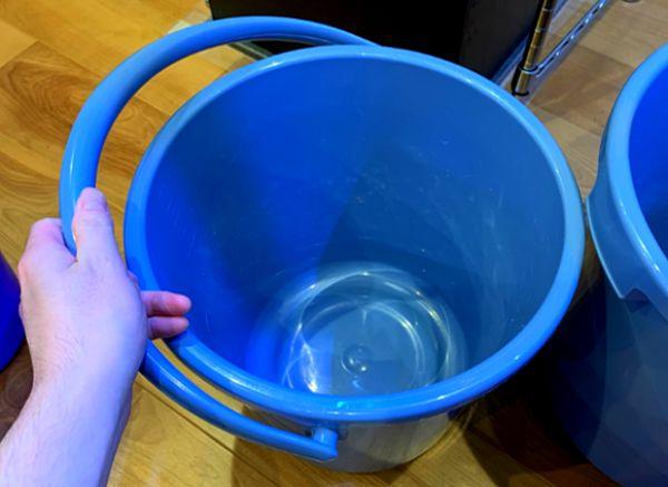 水槽の水換え用のバケツは換水量が多い場合には重くなるのでしっかりとした造りのものを用意すると良い